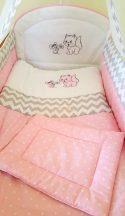 Szeko Stúdió - Cica és egér rózsaszín csillagos - szürke chevron betéttel - 3 részes gyermekágynemű garnitúra